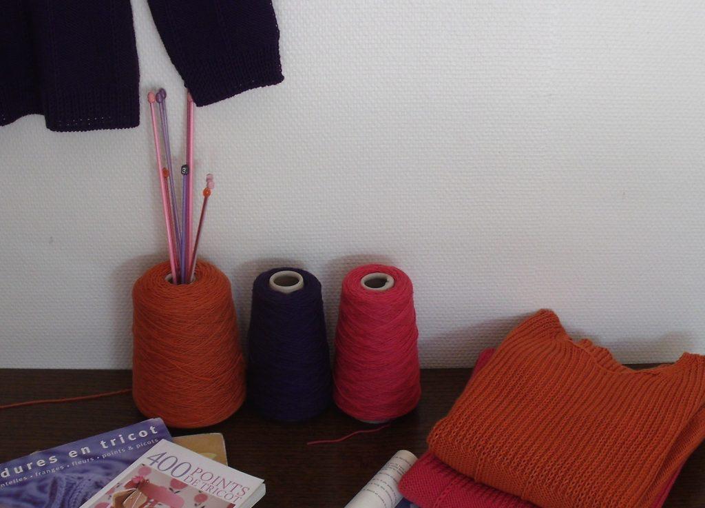 Création de tricot en maille fait main. Une formation pour approfondir et perfectionner sa technique du tricot à la main appliqué à la création vestimentaire. Avec Elfie Haas, tricoteuse