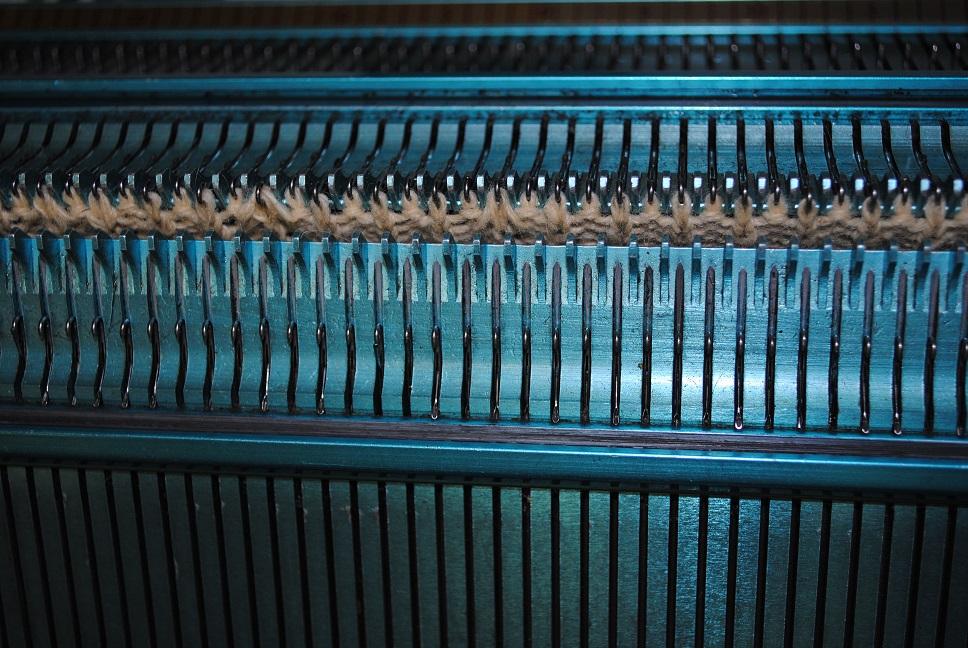 machine à tricoter manuelle création vestimentaire