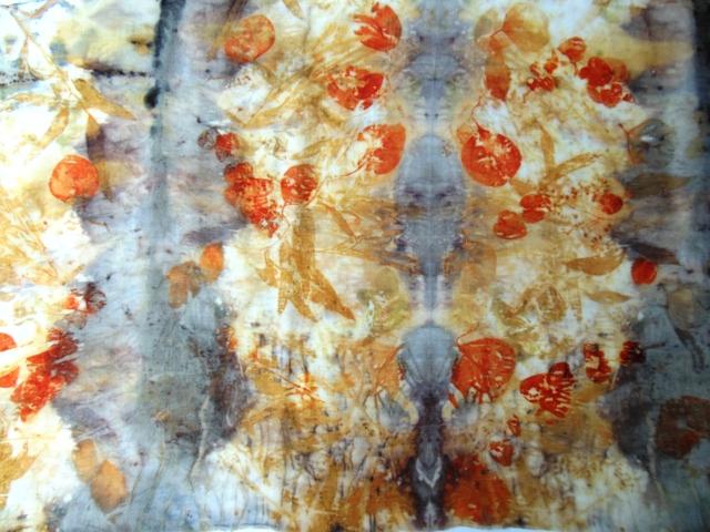Ecoprint avec eucalyptus by Fabienne Rey sur étamine de laine