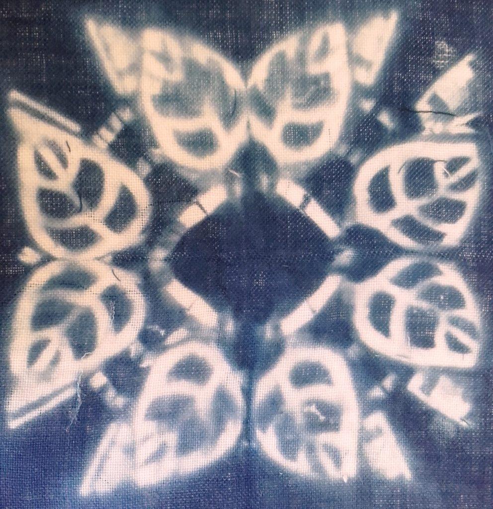 Atelier d'initiation à la teinture à l'indigo et réalisation d'échantillons de tissus avec motifs imprimés à l'indien